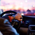 Jak bezpiecznie podróżować samochodem podczas upałów?